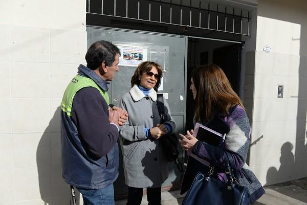 Alicia Aparicio entregó nuevo mobiliario y recorrió el Colegio San Rafael