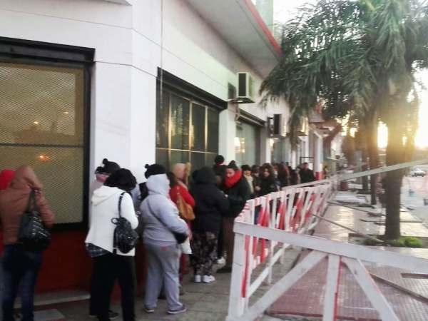 Cientos de vecinos se acercaron a anotarse a los más de 50 cursos gratuitos de capacitación laboral que ofrece el Municipio de Tigre. En agosto, se dictarán talleres de rubros como serigrafía, cocina e informática.