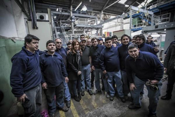 """Cristina visitó una pyme textil en Moreno y pidió """"ponerle límites"""" al gobierno en las elecciones"""