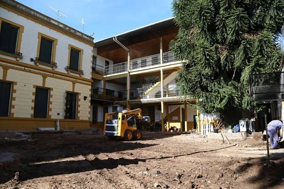 El municipio renueva el patio del tradicional colegio nacional de San Isidro
