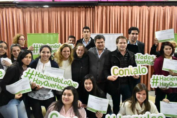 Se realizó una entrega de diplomas a 150 jóvenes egresados del programa Impulso Joven en San Fernando, con la presencia de Santiago López Medrano, Ministro de Desarrollo Social de la Provincia, Alex Campbell y Agustina Ciarletta, referentes del distrito y candidatos a concejales.