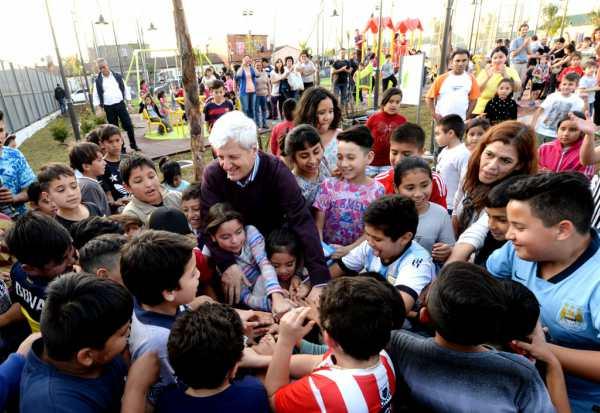 Andreotti inauguró un nuevo espacio verde, la Plaza Barrios Unidos