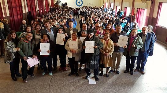Más de 200 vecinos de San Isidro recibieron las escrituras de sus viviendas