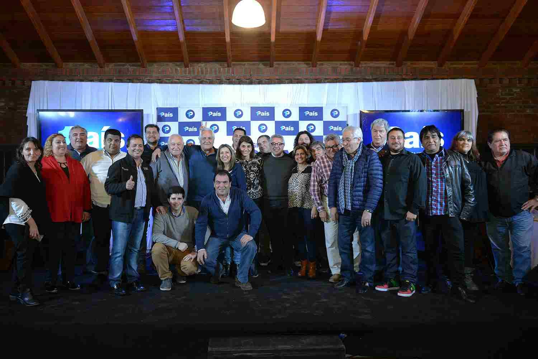 Cientos de representantes que conforman la mesa político-sindical de Tigre recibieron a los candidatos locales de 1País, en una cena que contó con la presencia del intendente Julio Zamora y su esposa, Gisela Zamora