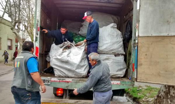 Partió la primera muda de material reciclable recolectada en El Club Tigre Juniors