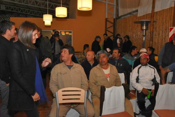Gisela Zamora se reunió con trabajadores de una fábrica en Benavídez