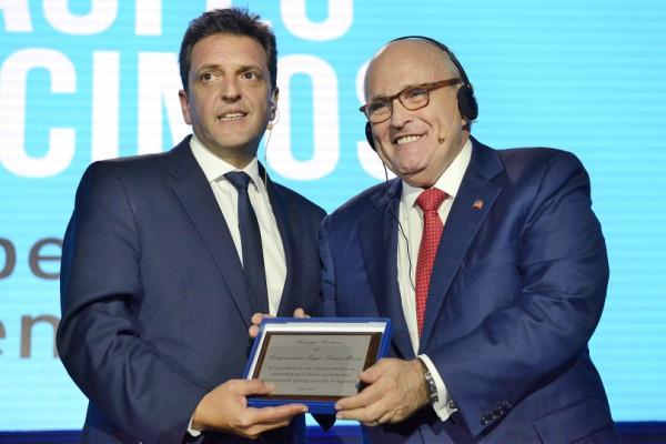 Massa, durante un encuentro con el ex alcalde de Nueva York Rudolph Giuliani.
