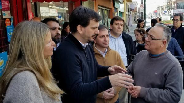 El senador Sebastián Galmarini recorrió el centro comercial de Paraná y Avenida Ader, en Villa Adelina y analizó la situación económica de cara a las elecciones primarias