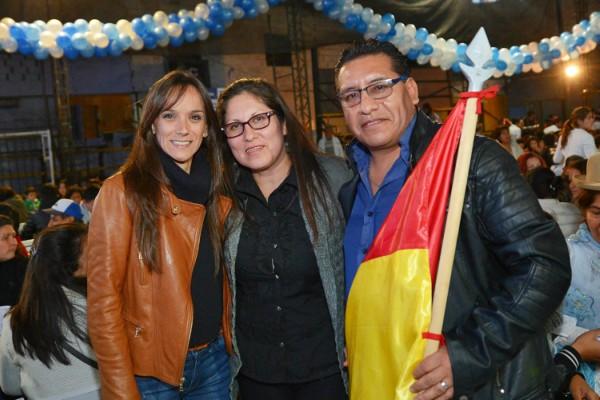 Julio y Gisela Zamora junto a la comunidad migrante de Tigre