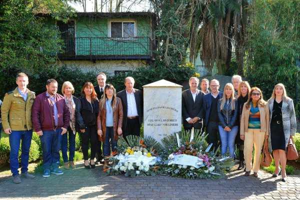 El municipio realizó una conmemoración al histórico desembarco de Santiago de Liniers, en 1806. Reseñas, ofrendas florales y bailes folclóricos, entre otros agasajos, compartieron funcionarios municipales junto a vecinos y organizaciones de la comunidad.