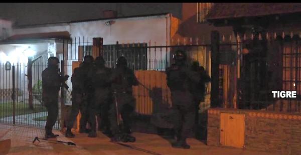 """Impresionante despliegue policial desbarató la banda de """"La Mayra"""" en Tigre"""