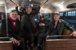 Los Ratones Paranoicos adelantaron su regreso con un mini show y una rueda de prensa que se realizaron anoche en el Teatro Sony en la que se mostraron en buena forma preparando la presentación prevista para el 16 de septiembre en el Hipódromo de Palermo.