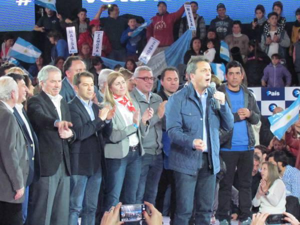 1País, la fuerza política liderada por Sergio Massa y Margarita Stolbizer,  cerró hoy la campaña de cara a las elecciones Primarias Abiertas Simultáneas y Obligatorias (PASO) del domingo próximo con un acto llevado a cabo en el Estadio UTN de Gral. Pacheco.