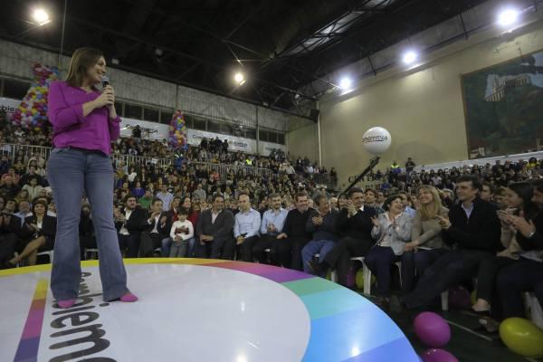 La gobernadora bonaerense María Eugenia Vidal encabezó en el cierre de la campaña de Cambiemos en el Centro Asturiano de Vicente López acompañada por en intendente local Jorge Macri,
