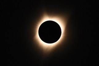 Millones de personas vieron en EEUU el primer eclipse solar total