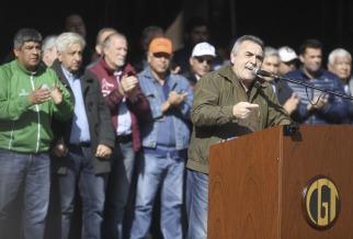 Schmid fue el único orador, desde un palco que miraba hacia el Cabildo y de espaldas a la Casa Rosada