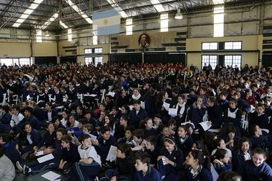 Posse participó en la tradicional y multitudinaria  misa del niño en el colegio Marín