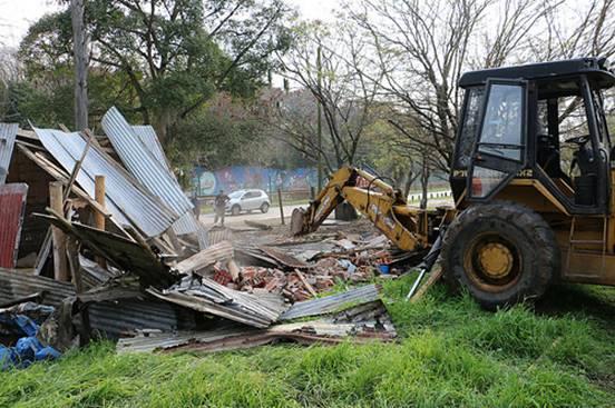 Removieron construcciones ilegales en la costa de San Isidro