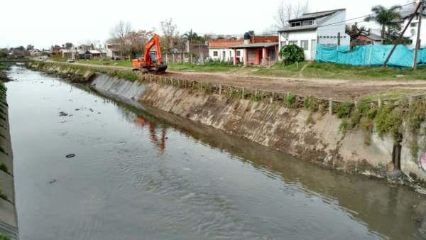 Tigre despliega tareas de limpieza  en el arroyo El Claro de Benavídez