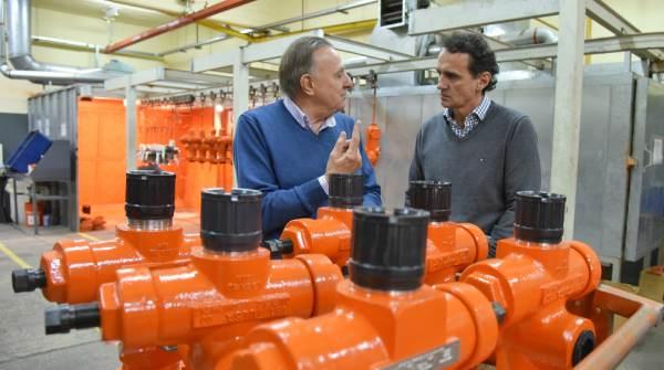 """El intendente de San Martín visitó Tulsa Oilfield Equipment S.A. en Villa Lynch para dialogar con los trabajadores, y pidió que el gobierno """"tome decisiones a favor del empresario PyME""""."""