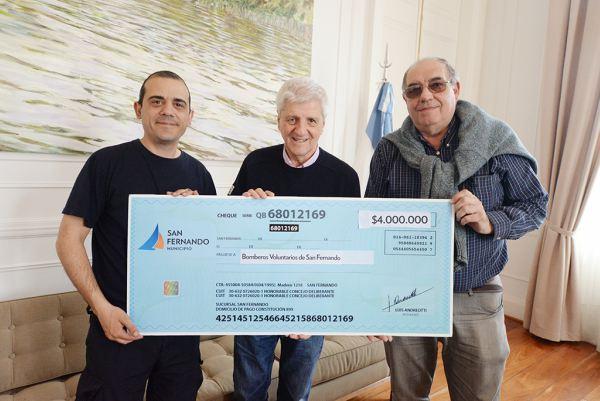 San Fernando entregó una nueva ayuda económica a los Bomberos Voluntarios