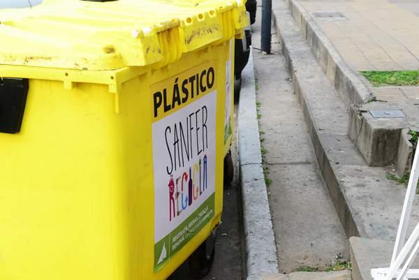"""El Municipío trabaja en todos los barrios del distrito el programa """"SanFer Recicla"""""""