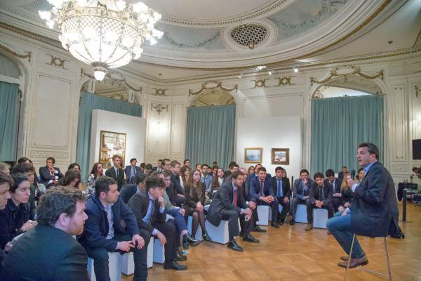 Sergio Massa participó de un encuentro con  jóvenes en Tigre