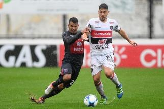 Chacarita rescató un empate frente a Tigre en su emotivo regreso a Primera