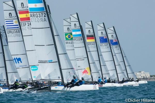 Santiago Lange-Cecilia Carranza, y Mateo Majdalani (entrenador de los campeones olímpicos el año pasado) junto a Eugenia Bosco.