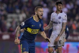 Darío Benedetto festeja su gol, con el que Boca superó a Lanús por 1 a 0, en un partido correspondiente a la segunda fecha