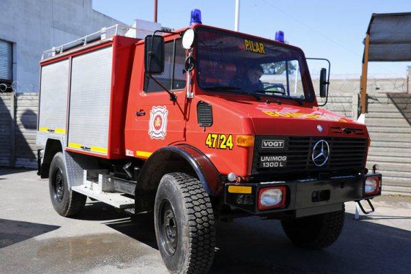 Donan un camión autobomba a los bomberos voluntarios de Pilar