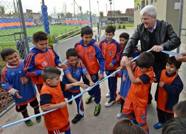 "Andreotti inauguró el Club ""Barrios Unidos"""
