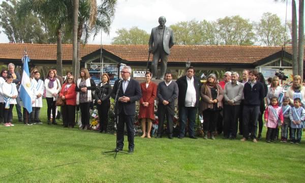 El intendente de Tigre, Julio Zamora, encabezó en acto por los festejos por el Día del Maestro. El evento, que se llevó adelante en la Estación Fluvial, contó con la presencia de directivos escolares, docentes y autoridades municipales.