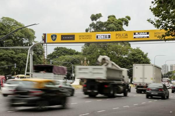 Se detectan por día 400 autos con irregularidades en Buenos Aires a través de lectores de patente