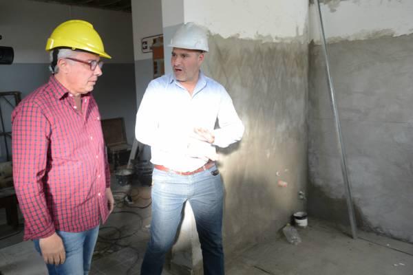 Julio Zamora visitó las obras que renovarán el polideportivo Sarmiento