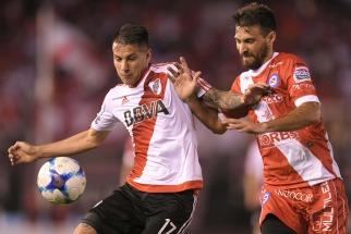 River Plate igualó esta noche con Argentinos Juniors 1 a 1, por la cuarta fecha de la Superliga, y quedó como escolta de Boca Juniors, que lidera con puntaje ideal.