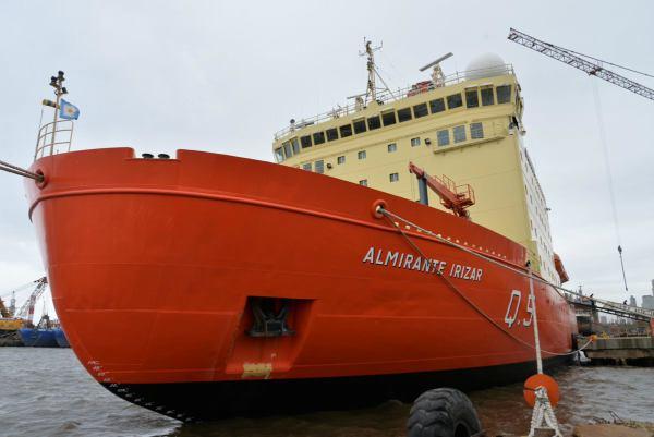 Zarpó el rompehielos Almirante Irizar para realizar pruebas de mar y de hielo