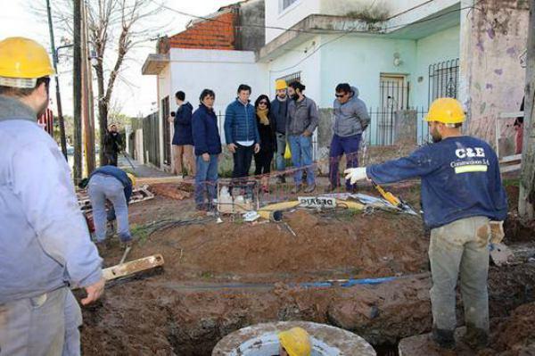 Avanza la construcción de cloacas en el barrio La Cava de San Isidro