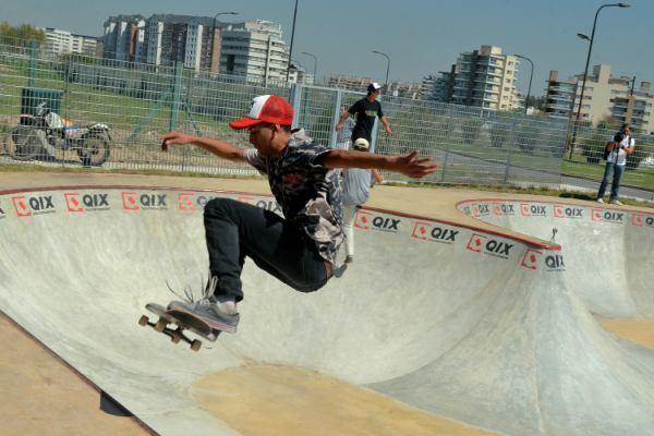 Julio y Gisela Zamora acompañaron la apertura del primer Skatepark de Tigre