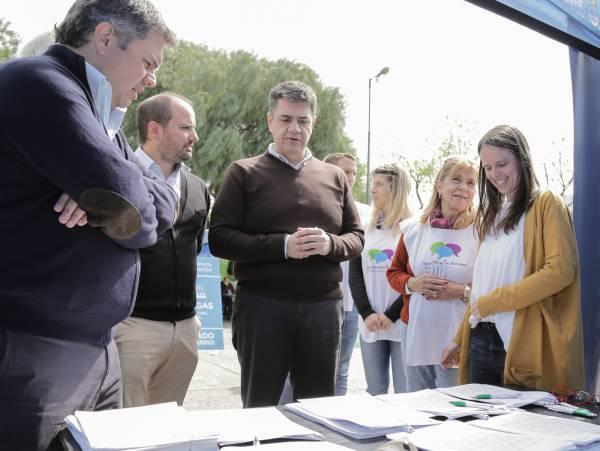 El intendente de Vicente López, Jorge Macri y el ministro de Desarrollo Social de la provincia de Buenos Aires, Santiago López Medrano, recorrieron los puestos de El Estado en tu Barrio,