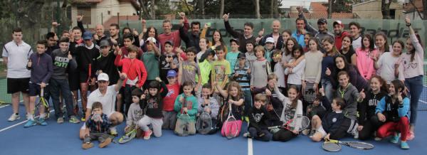 Daniel Orsanic y Hernán Gumy dieron una clínica de tenis para chicos en Vicente López