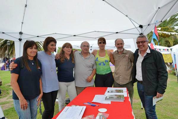 Julio y Gisela Zamora recorrieron junto al Dr. Cormillot la feria de intercambio de semillas en Tigre