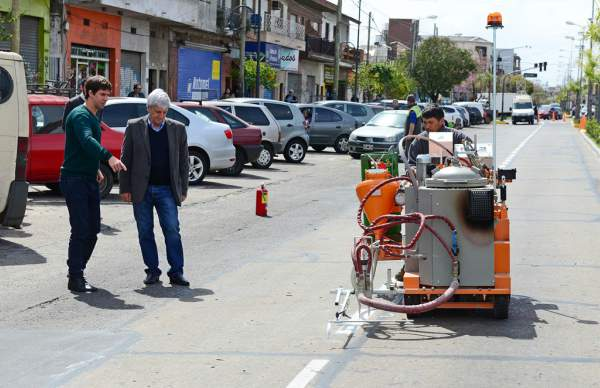 San Fernando sumó dos máquinas de pintura vial