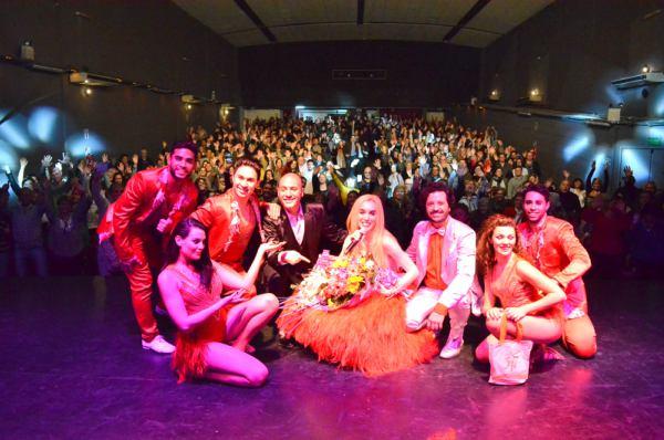 Fátima Florez se presentó en Munro y a beneficio de la Parroquia Virgen de las Gracias