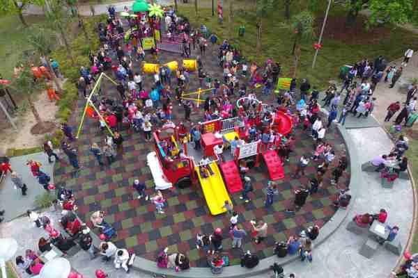 Julio Zamora inauguró los juegos inclusivos de la plaza