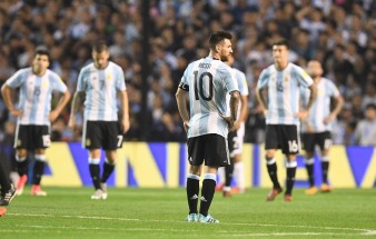 Argentina empató con Perú y llega a la última fecha fuera del mundial