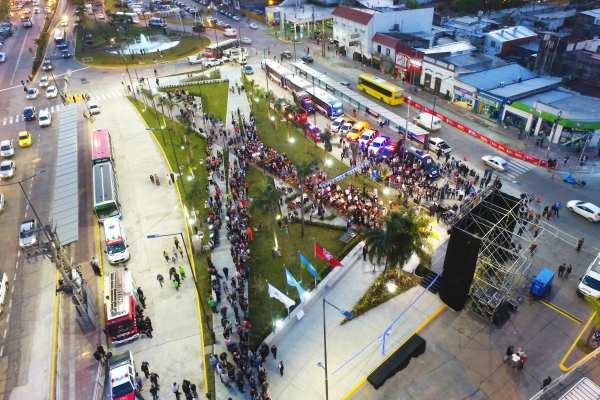 Julio Zamora, Luis Andreotti y Sergio Massa, inauguraron la nueva Plaza del Canal ()