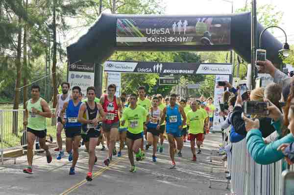 """Miles de vecinos participaron de la maratón """"UdeSA corre 2017"""" en San Fernando"""