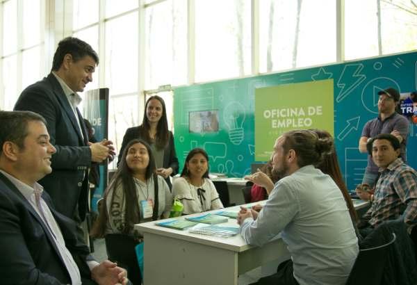 El ministro de Trabajo Jorge Triacca recorrió la Expo Empleo de Vicente López