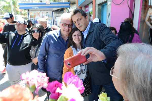 Julio Zamora y Sergio Massa homenajearon a las madres de Tigre